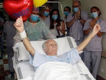 Marcos González de 63 años sale de la UCI tras 101 días ingresado por coronavirus.