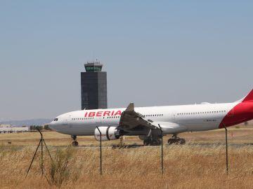 Avión de Iberia en el aeropuerto de Ciudad Real