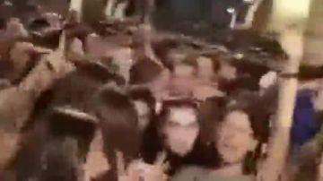 Decenas de personas se concentran en las fiestas de Sopela (Bizkaia) a pesar de su prohibición