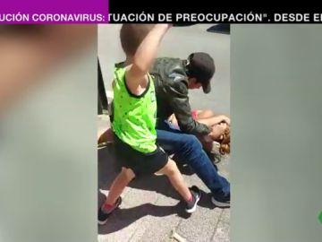 Psicologos analizan la actitud del niño que defendió a su madre de una agresión machista en Eibar