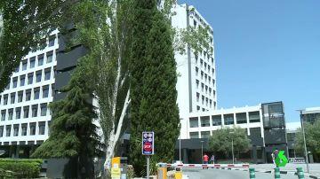 Desalojan la planta de un edificio en Madrid tras detectar un brote de coronavirus en una de sus oficinas