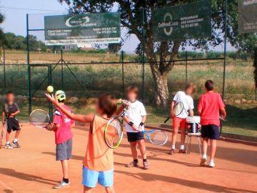Imagen de una de las actividades del campamento del Club Tenis Cassà