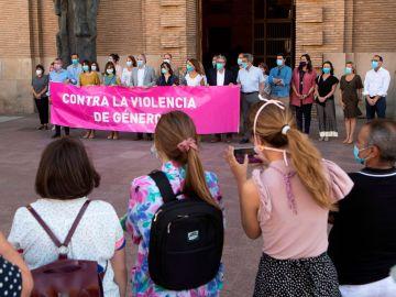 Vista de la concentración de repulsa de la violación en Zaragoza