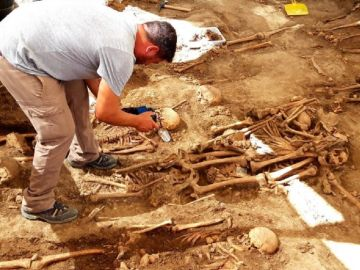 Imagen de restos de víctimas de franquismo encontrados en un cementerio de Cádiz