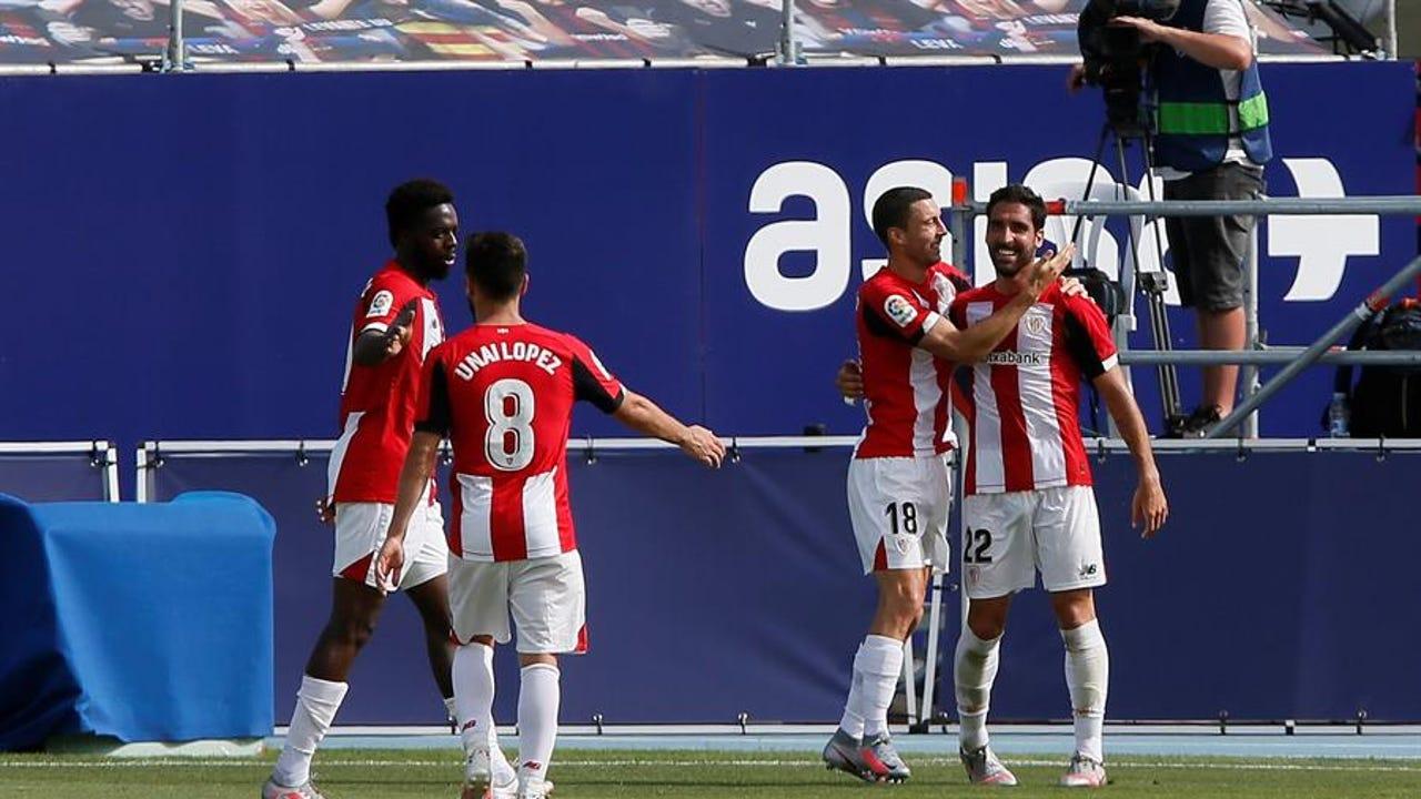 Raúl García celebra uno de sus goles con el Athletic.