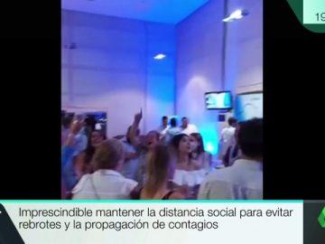 Indignación entre los hosteleros gallegos por la celebración sin mascarilla en el hotel de Feijóo tras la noche electoral