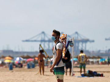 Un hombre en la playa