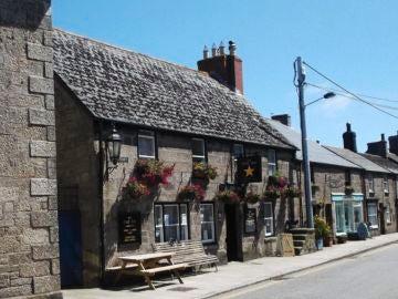 The Star Inn, el pub que ha instalado una valla eléctrica para mantener el distanciamiento social