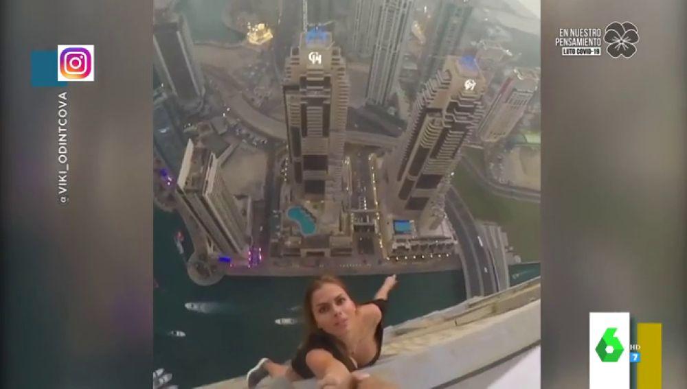 El tenso making of con el que la modelo Viki Odintcova se juega la vida por conseguir una foto en un rascacielos