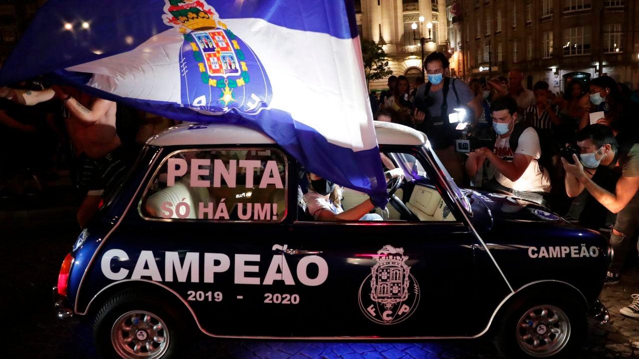 Aficionados del Oporto celebrando la Liga