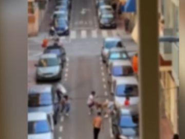 Imagen de la reyerta con paños y una pistola táser en Santa Pola
