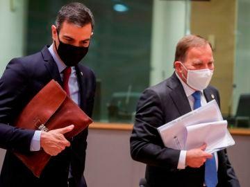 Pedro Sanchez y el primer ministro sueco, Stefan Lofven, en la reunión del Consejo Europeo extraordinario que se celebra en Bruselas