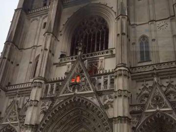 Imagen del incendio en la catedral de San Pedro y San Pablo de Nantes