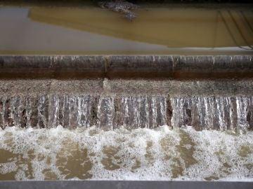 Detalle de tratamiento de aguas residuales en la Estación Depuradora de Aguas Residuales (EDAR) de Archena