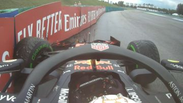 Max Verstappen, contra el muro