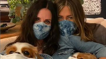 Courteney Cox junto a Jennifer Aniston