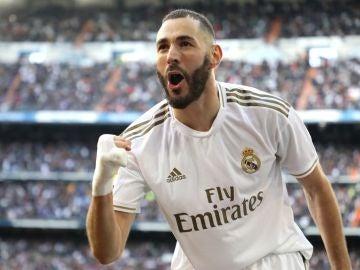 Karim Benzema celebra un gol