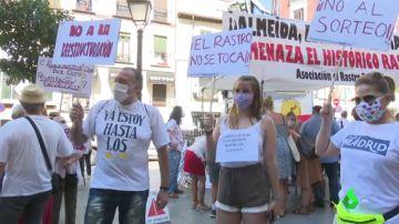 Los comerciantes protestan contra el cambio de ubicación del Rastro