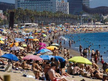 Vista de la playa de San Sebastián este domingo.