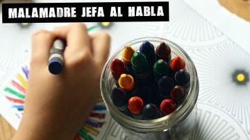 Un niño pintando