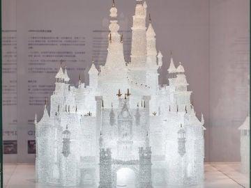 El castillo de vidrio más grande del mundo, roto a manos de dos niños