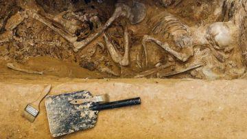 Imagen de archivo de la exhumación de una fosa común