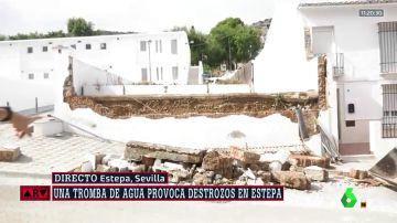 Muro derrumbado en Estepa por las fuertes lluvias.