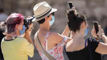 Turistas tomando fotos en Valencia