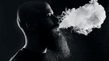 Los jóvenes que fuman vaper tienen más probabilidades de contagiarse de coronavirus
