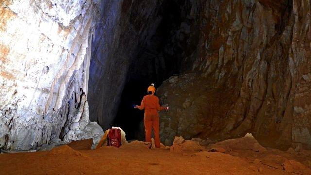 Los 'espeleonautas' del futuro hacen cursos de espeleología en la Tierra