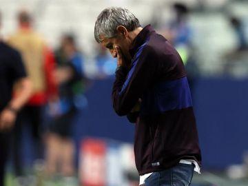Quique Setién, visiblemente preocupado durante el partido