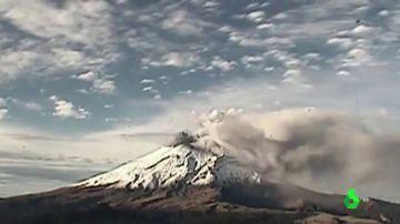 Las espectaculares imágenes del volcán Popocatépetl (México) en erupción