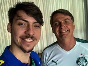Renan Bolsonaro junto a su padre en una foto compartida en Instagram