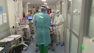 España vuelve a estar en alerta: crecen los contagios, las hospitalizaciones, los ingresos en UCI y las muertes