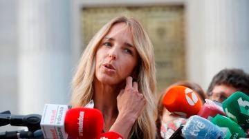 Cayetana Álvarez de Toledo habla ante los medios