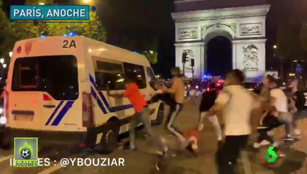 Ultras del PSG acorralan a la policía en la celebración del pase a la final de la Champions