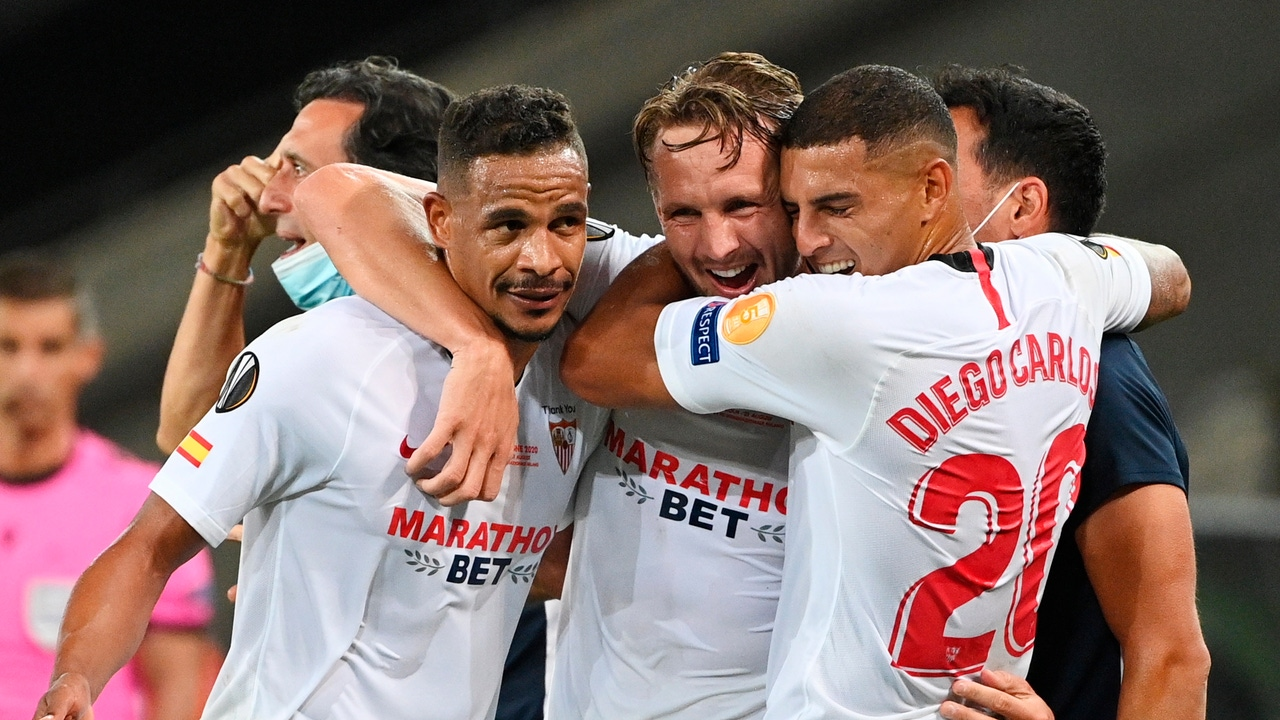 Jugadores del Sevilla celebran un gol