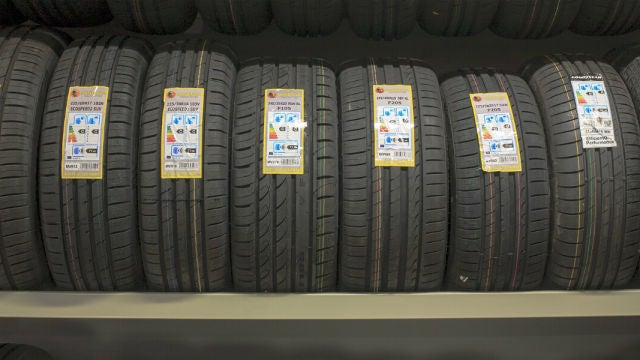 ¿Pensando en cambiar de neumáticos? Aprende a leer su fecha de fabricación para evitar imprevistos