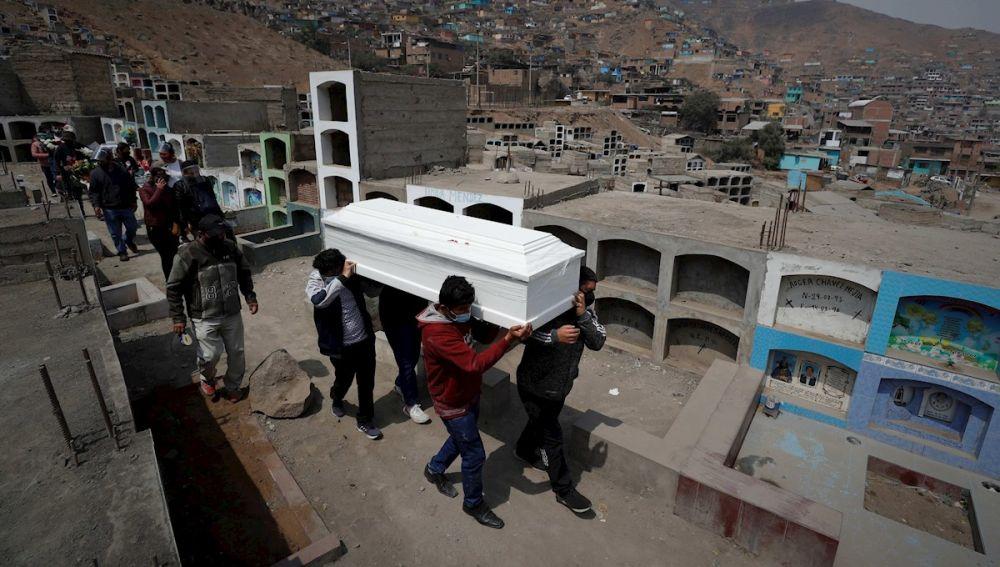 Imagen de un entierro en Lima