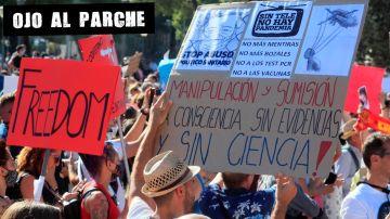 Manifestantes contra el uso de la mascarilla en Colón