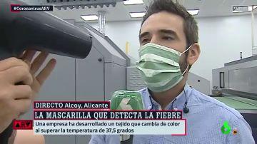 Probamos en directo cómo funciona la mascarilla que detecta cuando la temperatura corporal supera los 37,5 grados