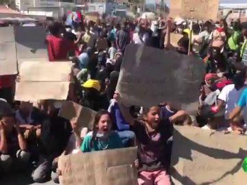 Más de 12.000 refugiados continúan hacinados, sin comida, agua ni un lugar en el que vivir tras el incendio de Moria
