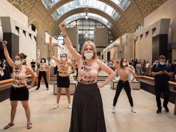 El grupo Femen en Orsay