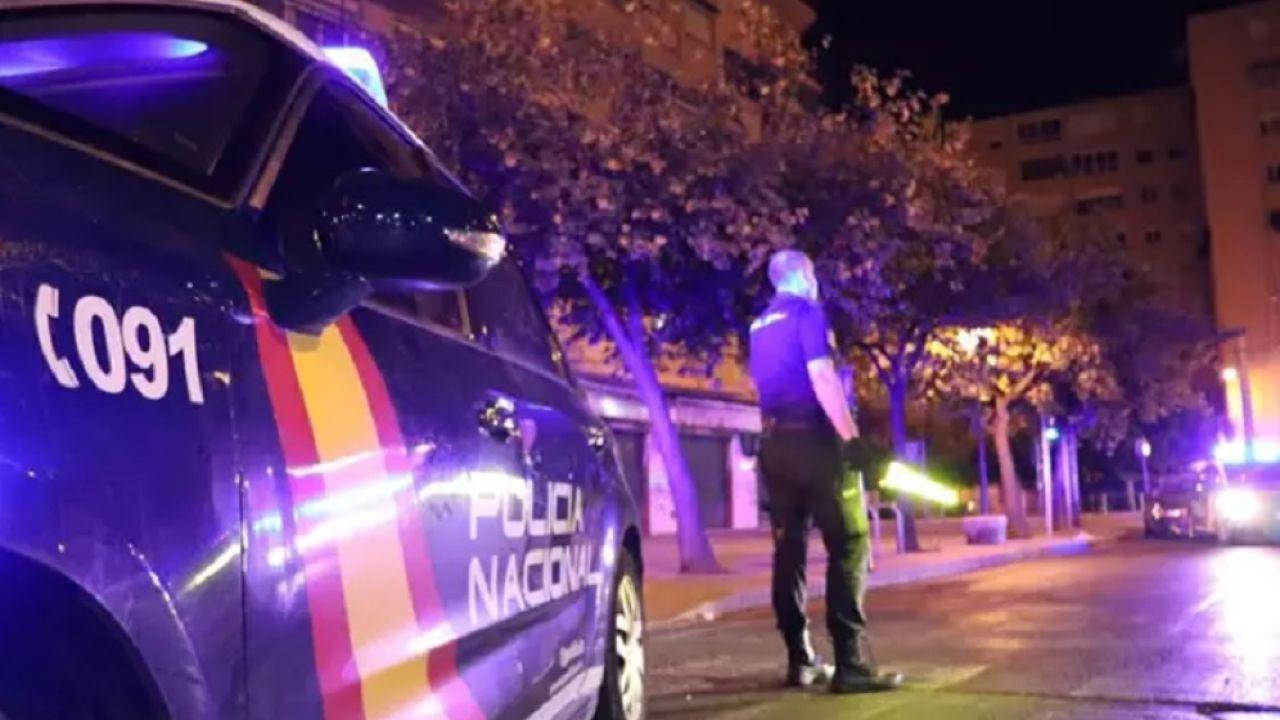 Imagen de un agente en el lugar del suceso en Valencia