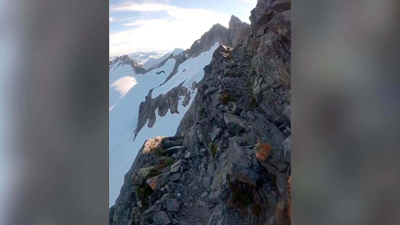 El vertiginoso vídeo que muestra al deportista Kilian Jornet correr al borde de un abismo