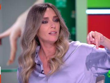 """Anna Simon muestra en directo sus 'llamativas' manos: """"Toda mi vida me han dicho que son de pollo"""""""