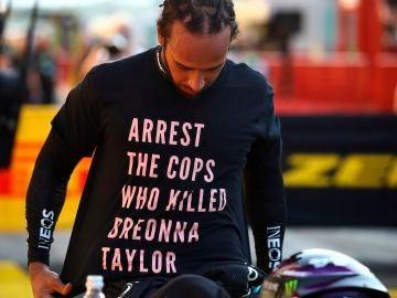 Lewis Hamilton y su camiseta reivindicativa