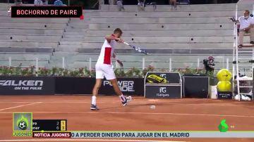La bochornosa actuación de Benoit Paire: bronca con el juez de silla y tres raquetas rotas