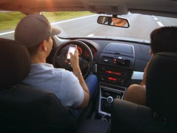 Estos son los accidentes más frecuentes causados por las distracciones al volante