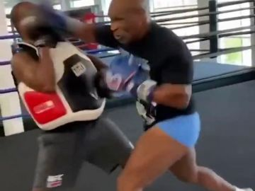 El tremendo entrenamiento de Mike Tyson: ¡incluso golpea a su entrenador!